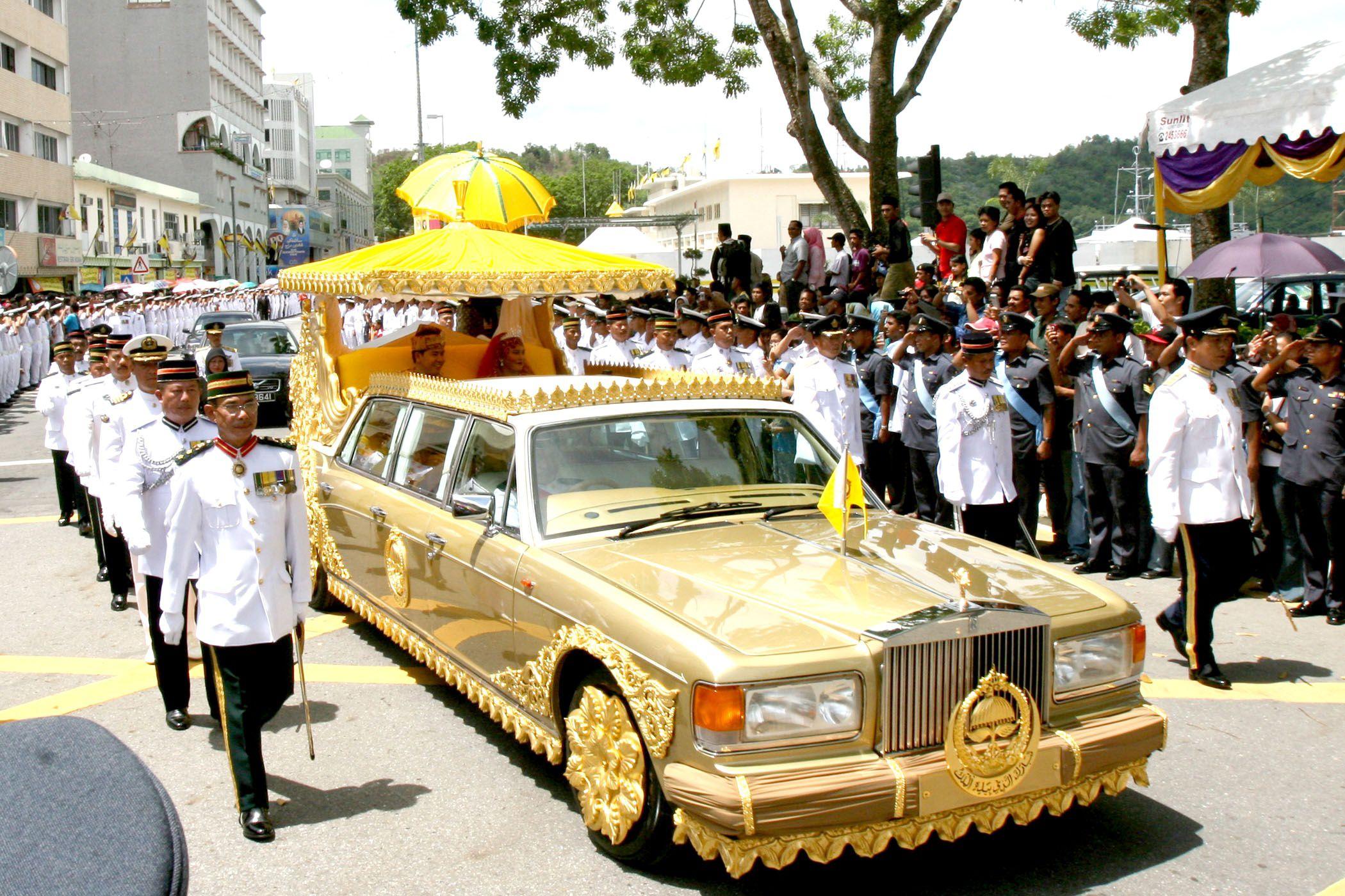 سيارات سلطان بروناي 28 مليار دولار أمريكي من السيارات الغريبة